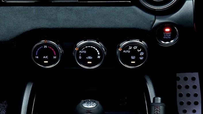 Mazda MX-5 (2018) Interior 007