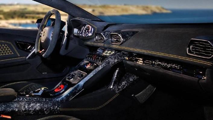 Lamborghini Huracán (2018) Interior 002