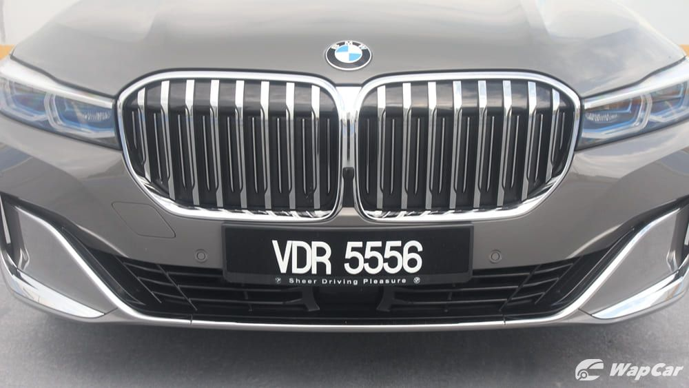 BMW 7 Series grille