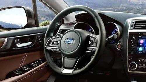 Subaru Outback (2018) Interior 002