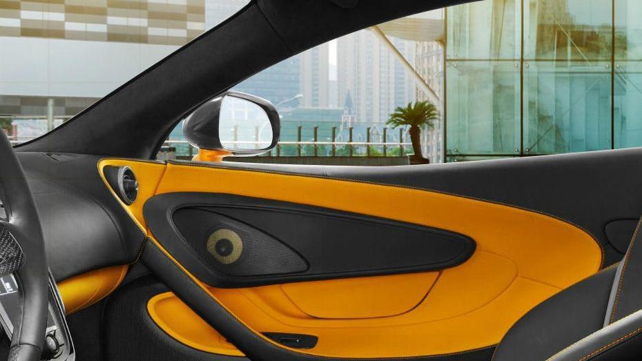 McLaren 570S (2019) Interior 007