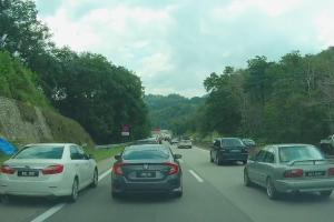 Pemandu Toyota Camry biadap langgar penunggang motosikal ditahan!