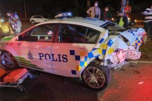 Pemandu mabuk Merc E300 Coupe rempuh kereta polis, ambulan dan motosikal sekaligus!