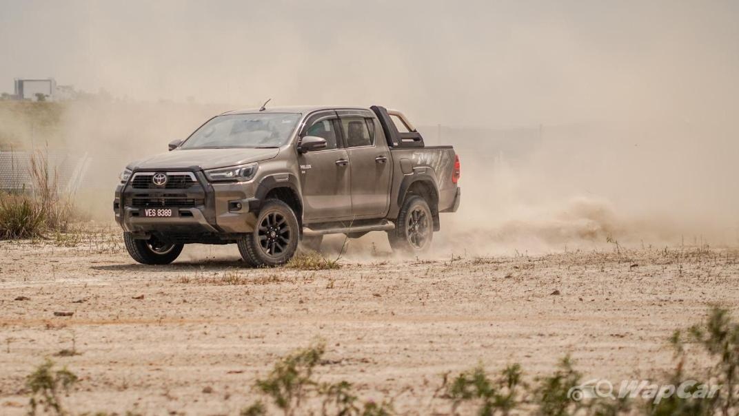 2020 Toyota Hilux Double Cab 2.8 Rogue AT 4X4 Exterior 102