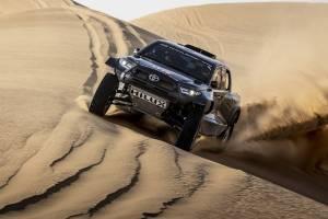 Toyota Hilux 'hardcore' dengan enjin V6 Land Cruiser 300 bertanding dalam rali Dakar 2022