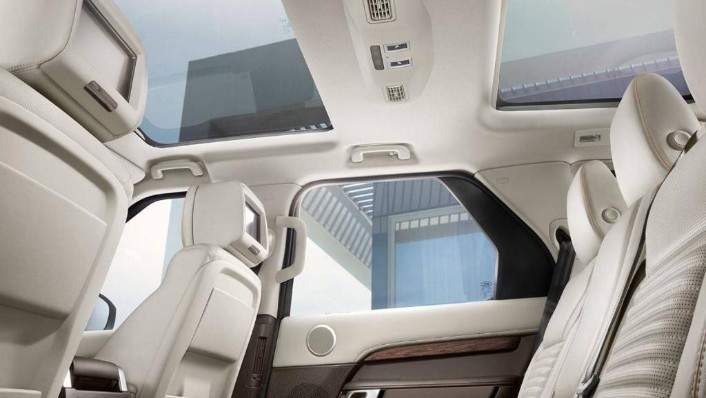 Land Rover Discovery (2018) Interior 006
