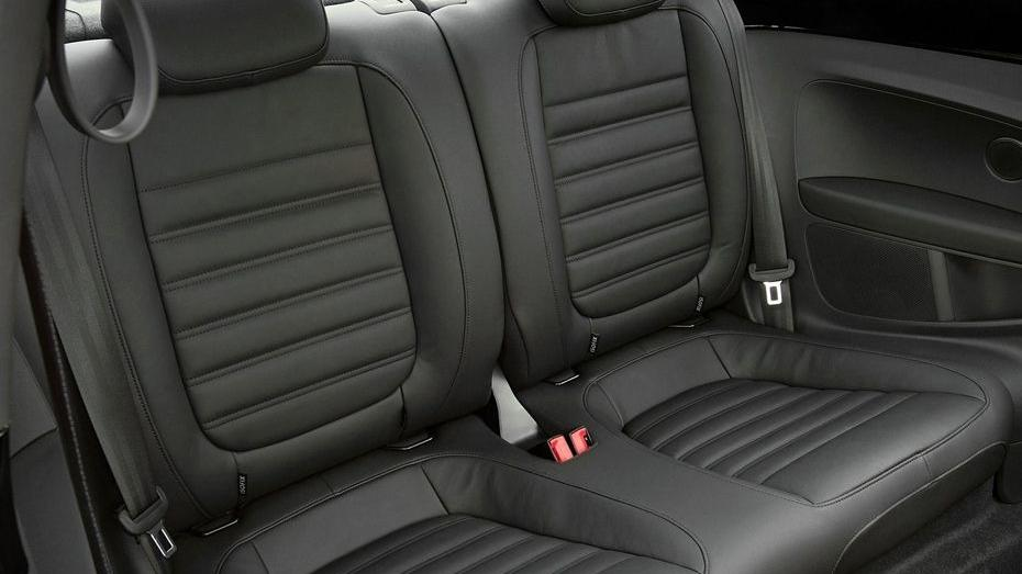 Volkswagen Beetle (2018) Interior 011