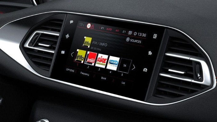 Peugeot 308 (2017) Interior 001