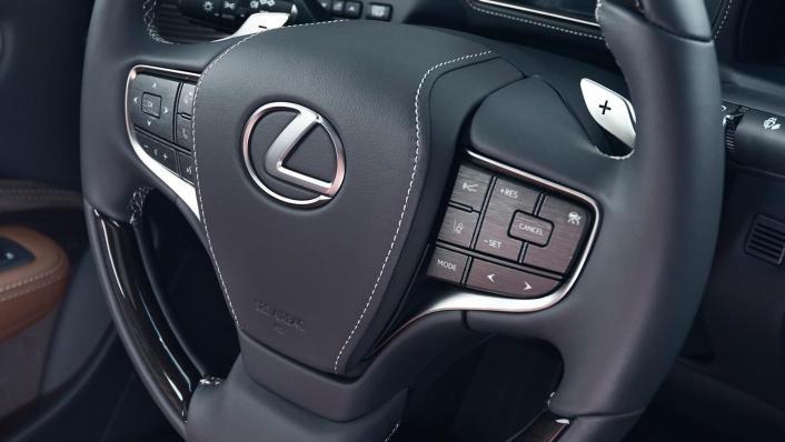 2020 Lexus LS Interior 004