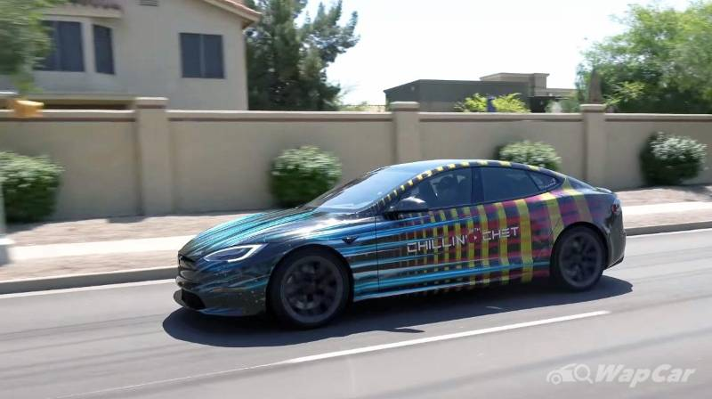 Watch: YouTuber tries to turn his Tesla Model S into a submarine, didn't exactly go well 02