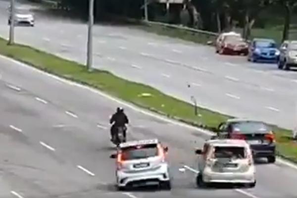 Watch: Perodua Myvi brakes to 'kepochi' Bomba, causes an accident