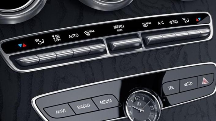Mercedes-Benz C-Class Saloon (2018) Interior 004