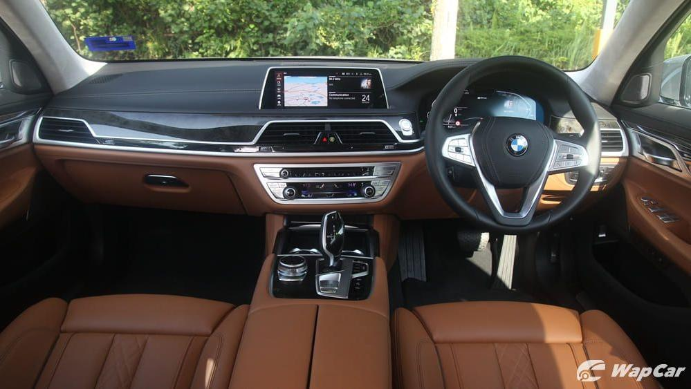 2019 BMW 7 Series 740Le xDrive Interior 001