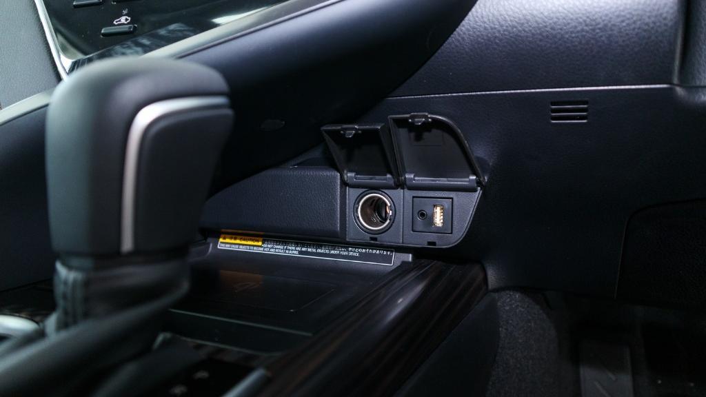 2019 Toyota Camry 2.5V Interior 017