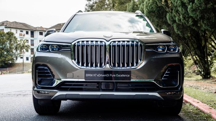 2021 BMW X7 xDrive40i Pure Excellence Exterior 001