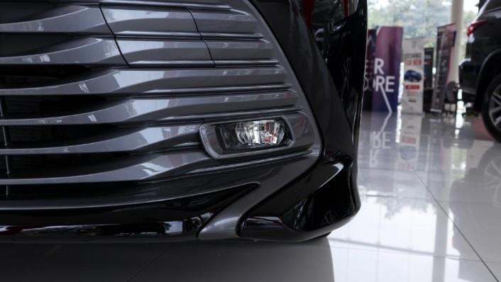 2019 Toyota Camry 2.5V Exterior 010
