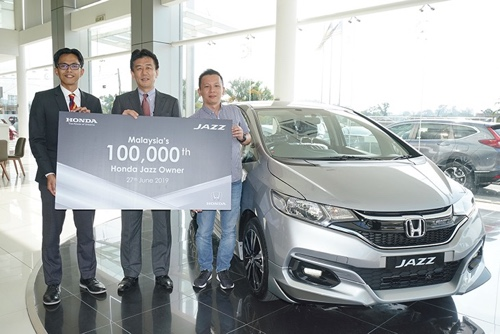 Malaysia's No.1 Compact Hatchback, Honda Jazz Achieves Its 100,000 Customers Milestone 01