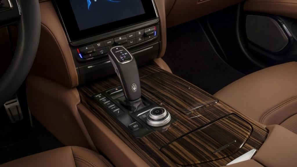Maserati Quattroporte (2019) Interior 006