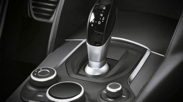 Alfa Romeo Giulia (2019) Interior 035