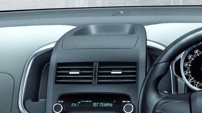 Chevrolet Sonic Sedan (2016) Interior 004