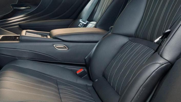 2020 Lexus LS Interior 002
