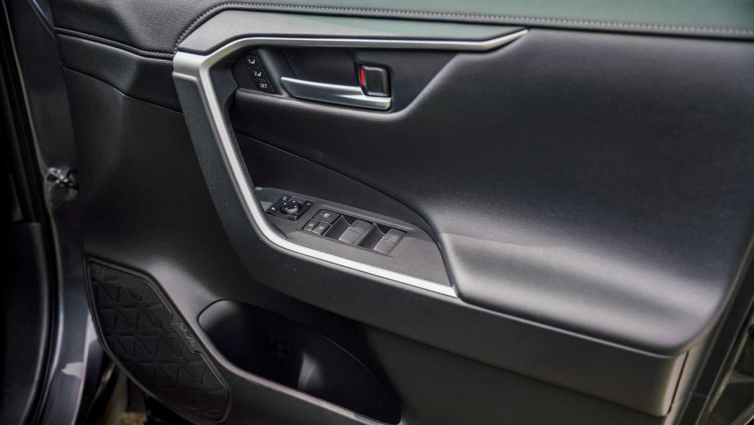 2020 Toyota RAV4 2.5L Interior 014