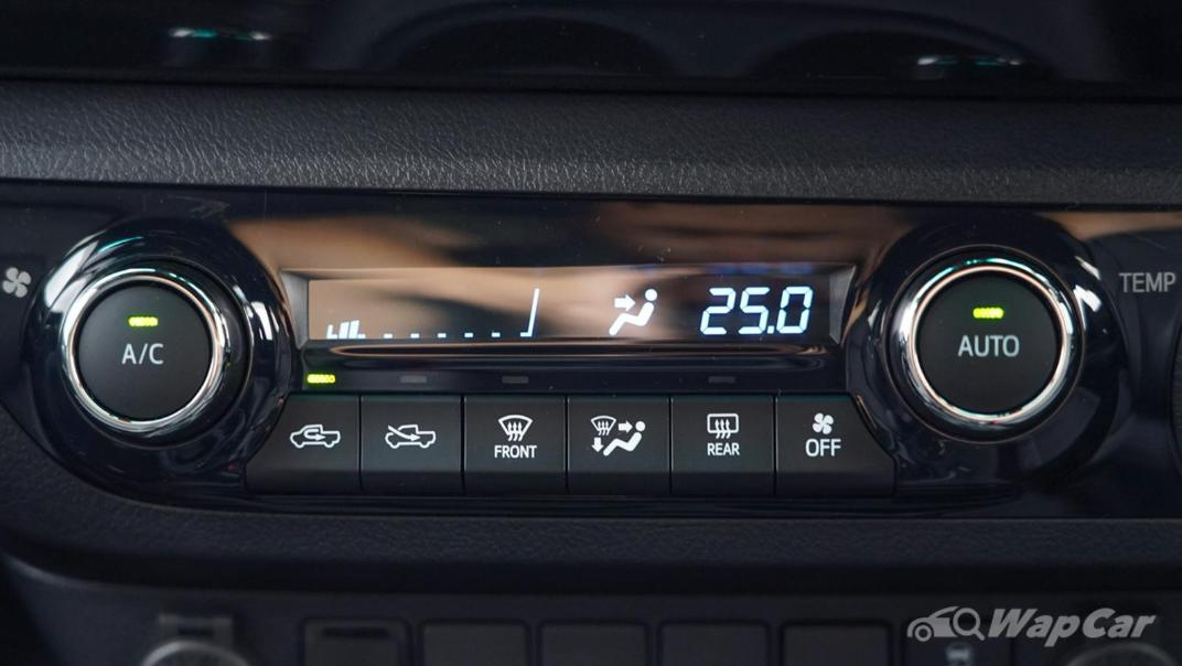 2020 Toyota Hilux Double Cab 2.8 Rogue AT 4X4 Interior 011