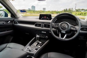 Ratings: 2019 Mazda CX-5 space and practicality, low marks for space but good seating comfort