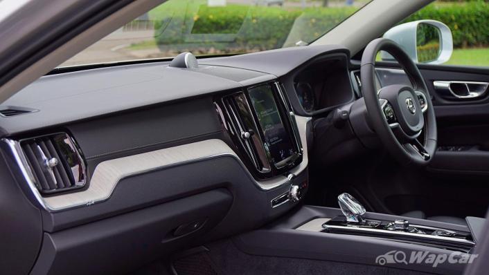 2020 Volvo XC60 T8 Twin Engine Inscription Plus Interior 002