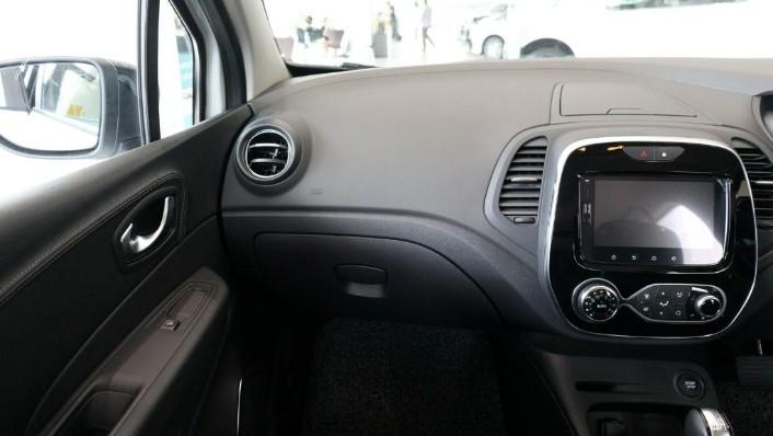 2017 Renault Captur TCe 120 EDC (CKD) Interior 003
