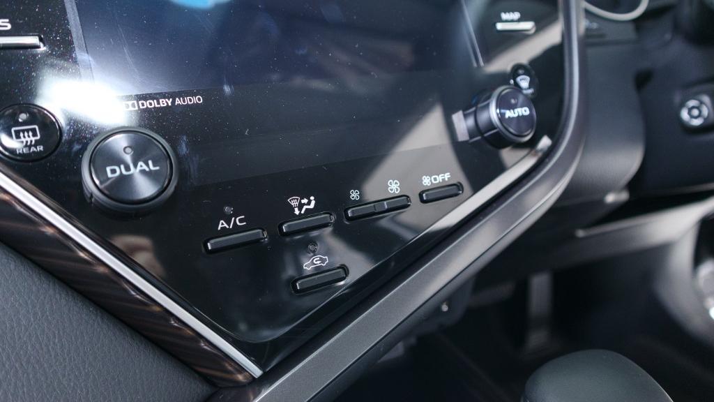 2019 Toyota Camry 2.5V Interior 016