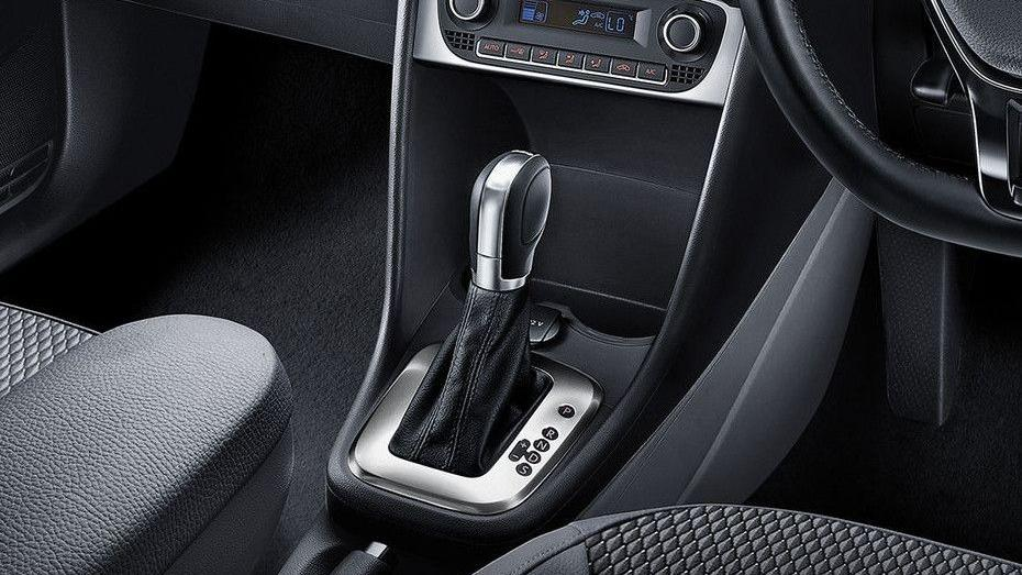 Volkswagen Polo (2018) Interior 007