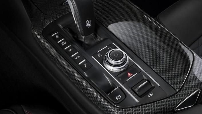 Maserati Levante (2019) Interior 004