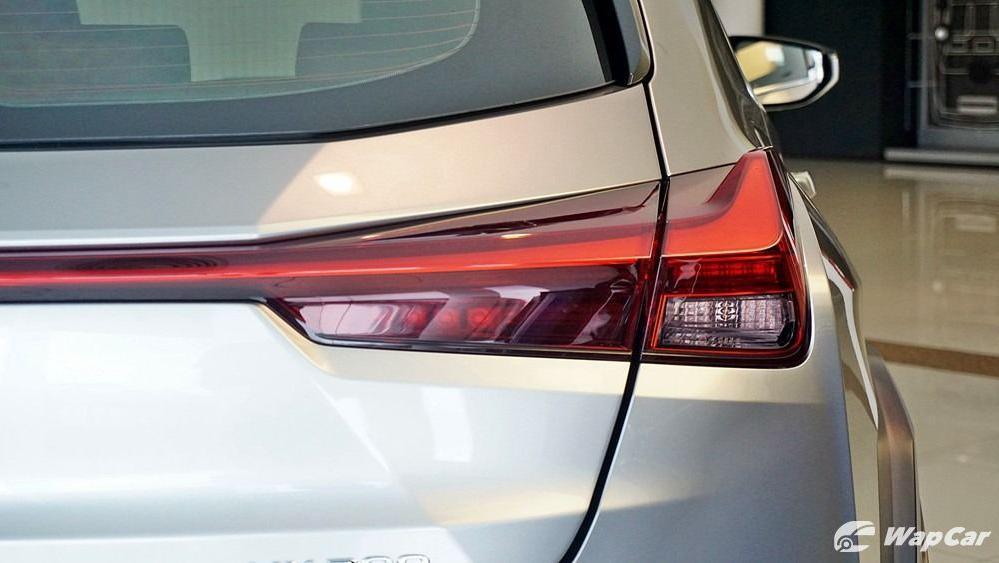 2020 Lexus UX 200 Luxury Exterior 012