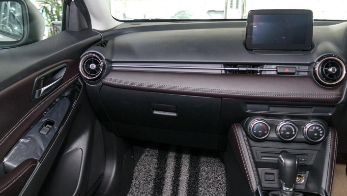 2018 Mazda 2 Hatchback 1.5 Hatchback GVC with LED Lamp Interior 004