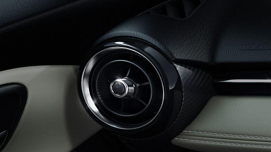 Mazda 2 Sedan (2018) Interior 005