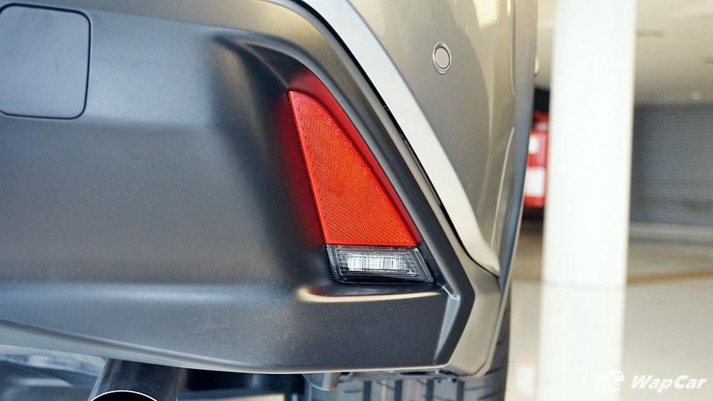 2020 Lexus UX 200 Luxury Exterior 030
