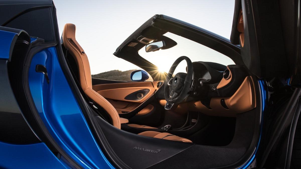 McLaren 570S (2019) Interior 002