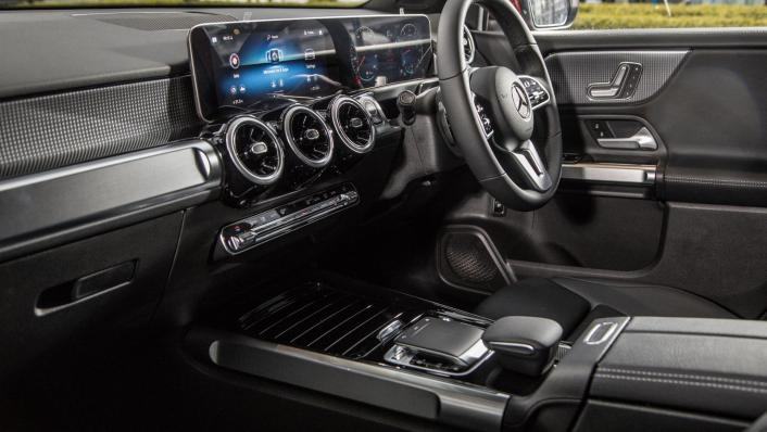 2020 Mercedes-Benz GLB 200 Progressive Line Interior 004