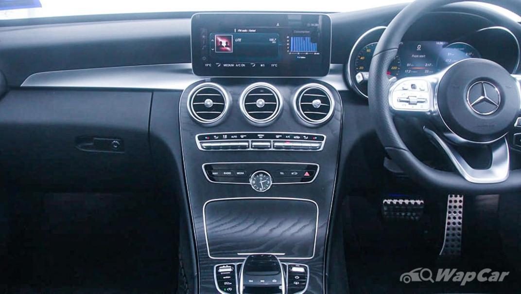 2018 Mercedes-Benz C-Class C 300 AMG Line Interior 004