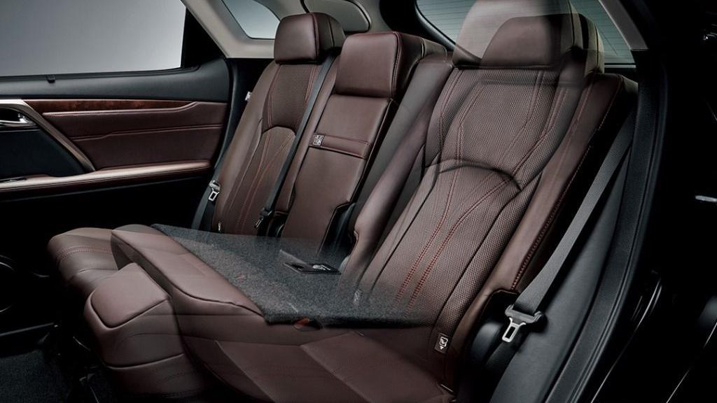 Lexus RX (2019) Interior 002