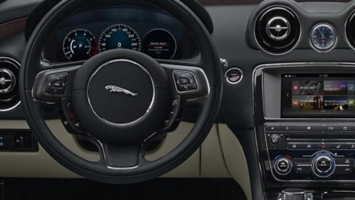 Jaguar XJ (2017) Interior 001