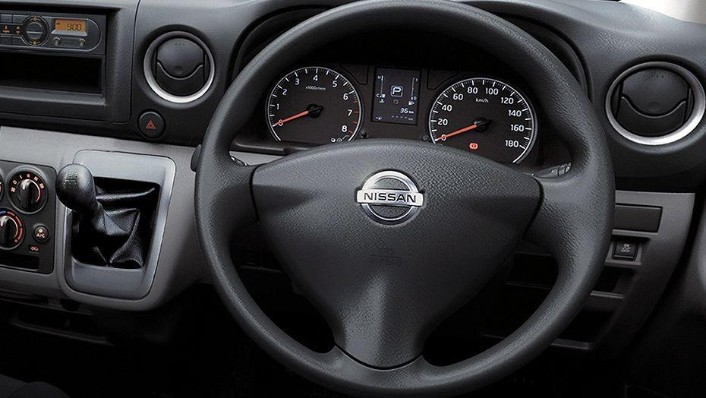 Nissan NV350 Urvan (2018) Interior 002