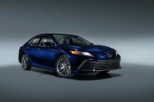 Toyota Camry facelift 2021 dipertontonkan. Tambahan ciri dengan rekaan gril lebih mewah!