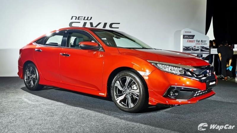 Honda Civic vs Mitsubishi Triton – Which is easier to clear a tight U-turn? 02