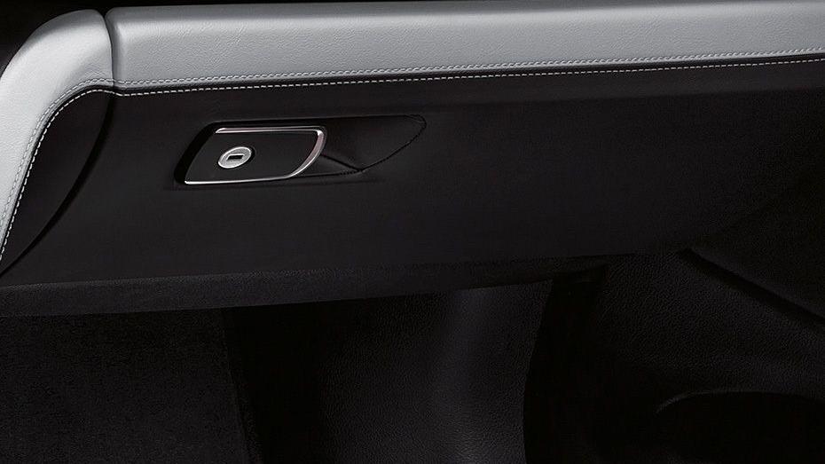 BMW M4 Coupe (2019) Interior 010