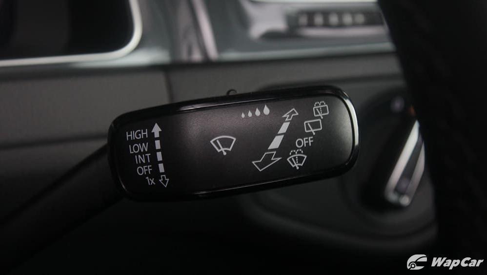 2018 Volkswagen Golf 1.4 TSI R-Line Interior 008