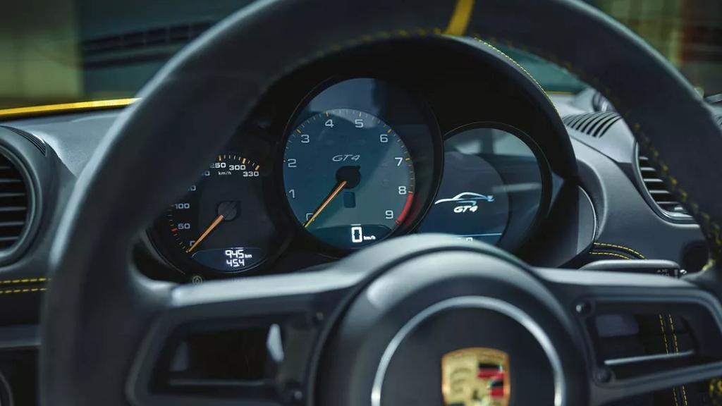 2019 Porsche 718 Cayman GT4 Interior 002