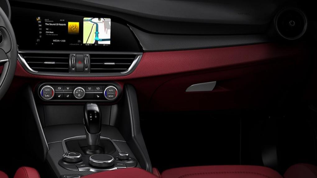 Alfa Romeo Giulia (2019) Interior 034