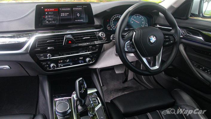 2019 BMW 5 Series 520i Luxury Interior 002